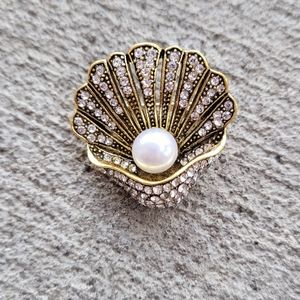 Pearl clam shell brooch